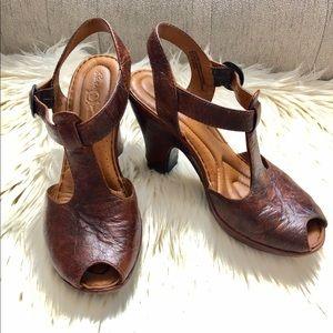 Born crown Zola t strap brown leather pump 6